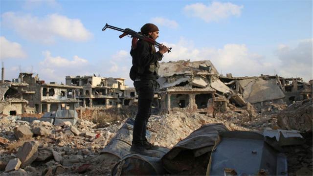 敘利亞爆發戰爭!大批導彈向油罐車轟炸,美英法德意發佈聲明