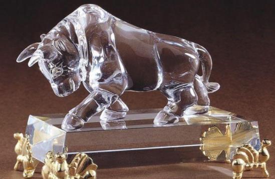 开办雕刻厂,推广水晶文化,他的公司销售额突破百万