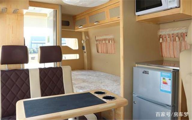 适合夫妻两人旅行的房车,短小精悍,衣食住行样样齐全