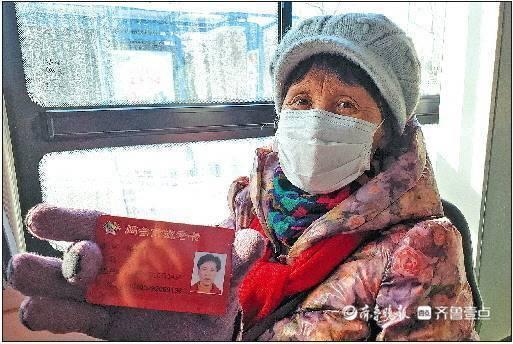 60歲以上老年人坐公交免費!山東多地網點排小長隊辦理退費