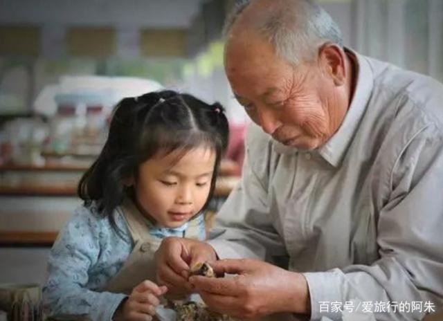 """65岁大爷拖着自己的""""房车"""",""""穷游""""全国,一年走了5个省"""