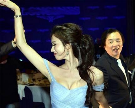 43岁林志玲与74岁老爸一起跳舞,最后一张网友看得脸红!(3)