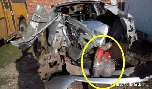 新手必备:灭火器过过期能把车炸了!这7种东西千万别留在车内