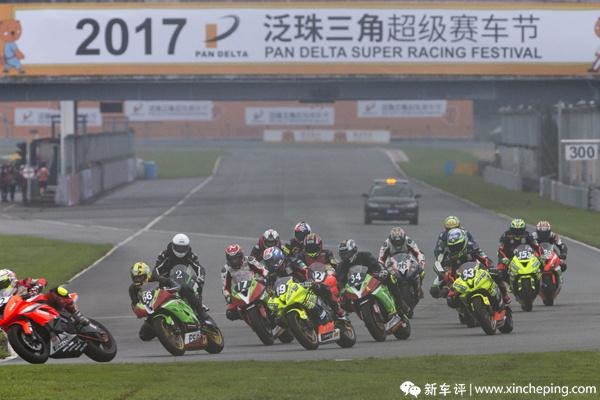 热情终得释放,超级摩托车组600cc组清晨开跑