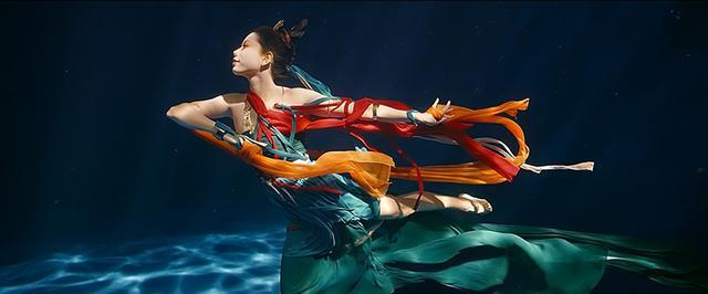 """連線""""水下飛天""""女演員:看敦煌舞蹈讀《洛神賦》找靈感,生活中是美人魚教練"""