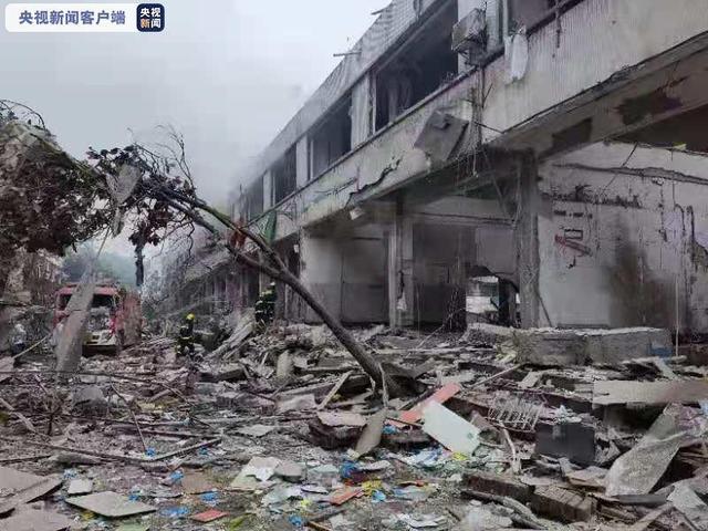 湖北十堰突發燃氣爆炸事故已致11死37重傷,省長趕往現場,爆炸發生時,已有商戶開張,少數人進入菜市場買菜……