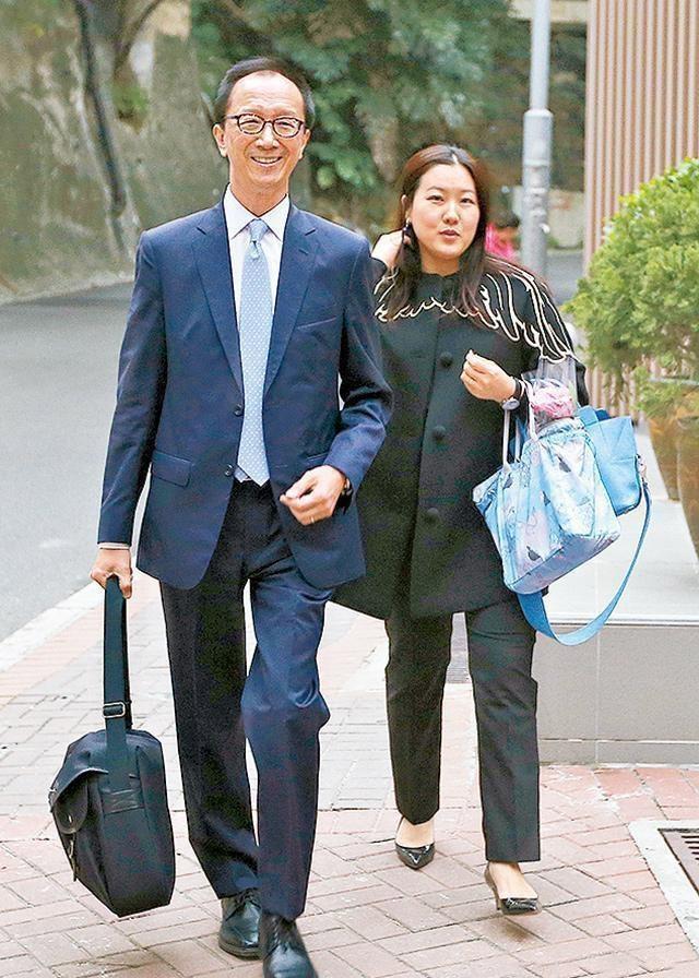 伏明霞不满老夫少妻离婚?66岁富商老公辟谣