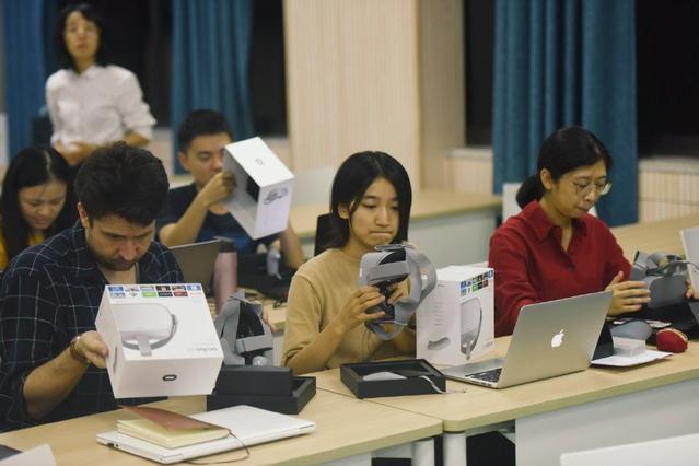 VR技术助推教学创新 浙大与哈佛学子跨越12个