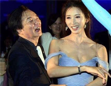 43岁林志玲与74岁老爸一起跳舞,最后一张网友看得脸红!(1)