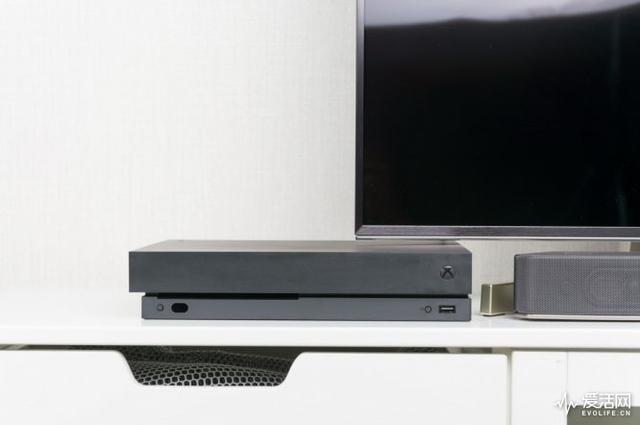 手感、画质双逆天 Xbox One X如何成为地表最强游戏主机?