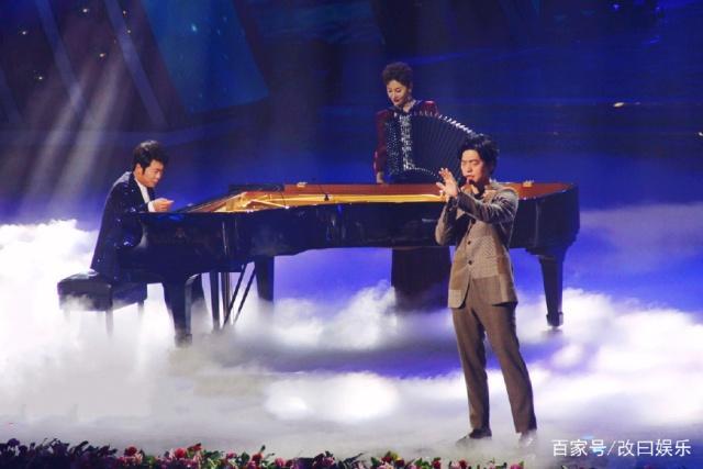 李健参加辽宁春晚录制,让大家忍耐一下再听一