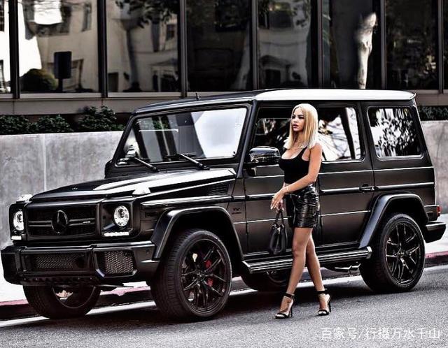 大G街拍:图一美女身材太火辣,和自己的G500合影就是有范