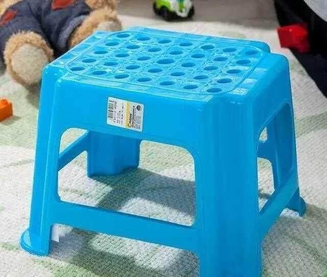 凳子中间的小圆孔是用来做什么的呢?