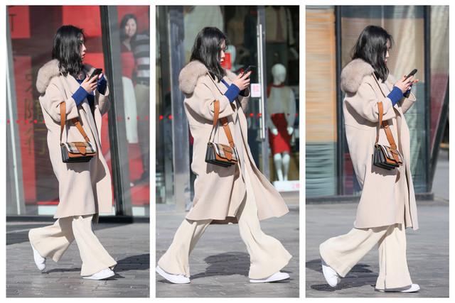 街拍:大衣闊腿褲和板鞋,姑娘穿出瞭灑脫與時尚