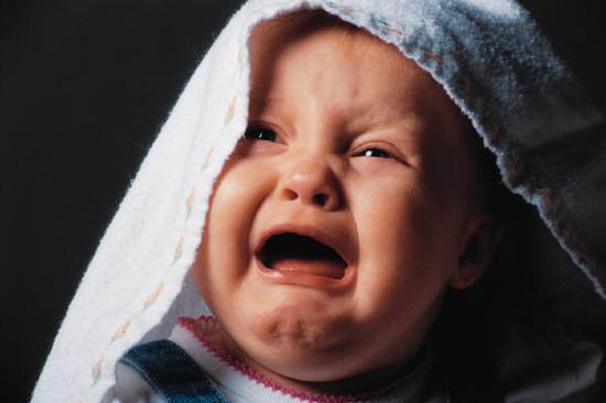 4岁外甥哭闹 舅舅情绪失控剪刀割喉致其死亡