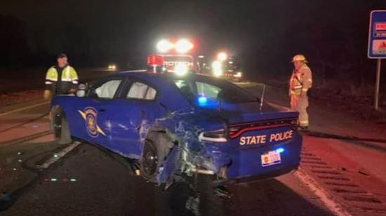 特斯拉又出事 這次撞的是警車