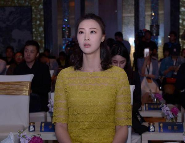 中国女排前队长惠若琪新家过新年,新家有多大?一面墙给出答案