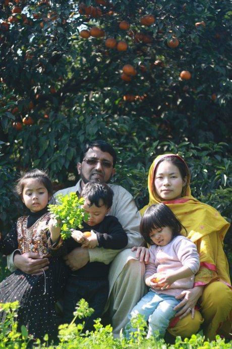 中国女孩因爱嫁给了巴基斯坦人,结婚生子,生活