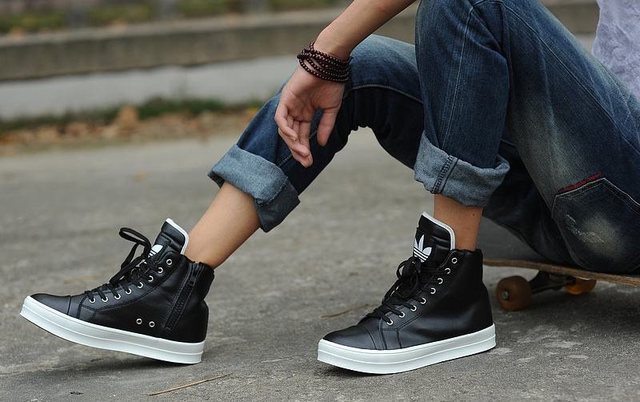 潮男耍帥要靠鞋,10款男士休閑板鞋簡約不簡單的秘密武器!