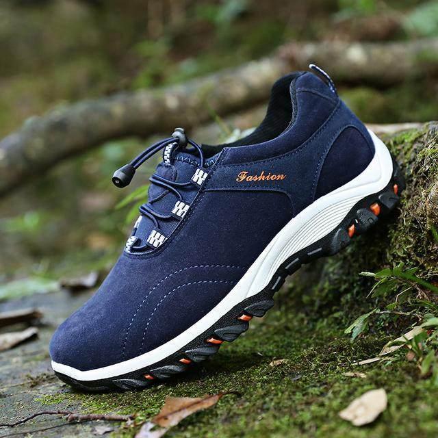 超防滑耐磨的登山鞋,舒適透氣,輕松登山頂