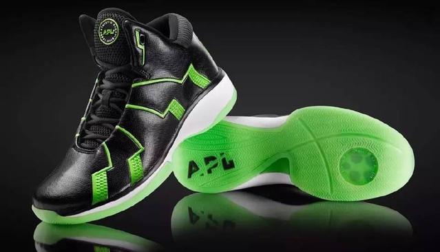 被NBA禁穿的球鞋,助跳功能究竟有多强,外国人剪开给你看!