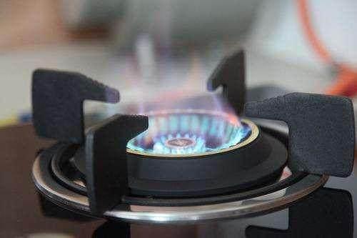 旋火燃气灶和直火的到底哪个更好,看看厨具店