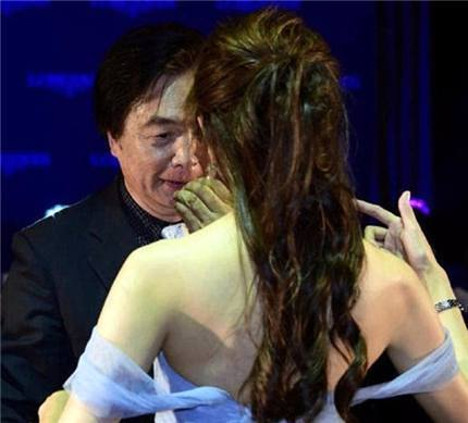 43岁林志玲与74岁老爸一起跳舞,最后一张网友看得脸红!(5)