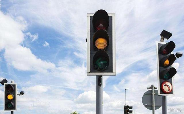开车闯红灯后刹车,开车闯红灯后刹车还扣分吗,道路交通安全违法行为查询违章,违章查询网,闯红灯