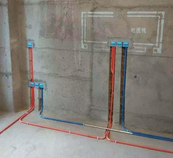 聪明人家里布水电都不开槽了,如今都选择走顶设计,太聪明了!