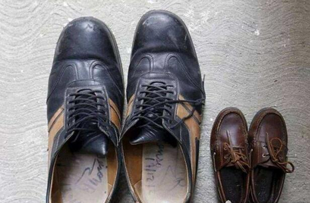 世界上最大的脚,长达40厘米,是正常人脚的两倍(www.souid.com)