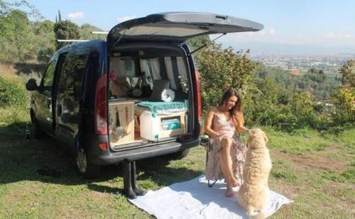 女子因为买不起房子,将面包车改为房车环游世界
