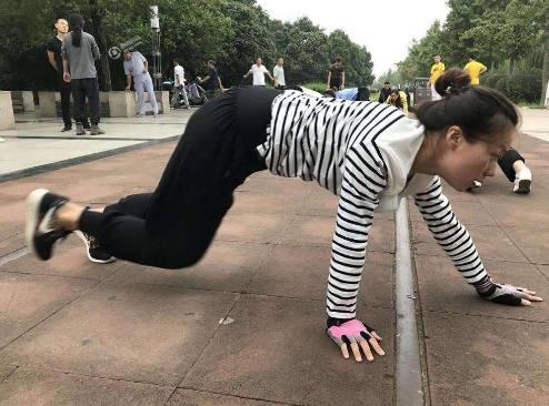 爬着走减肥,月瘦20斤!真正有用的减肥方法你竟-轻博客