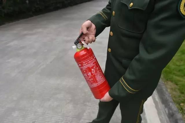 消防知识一起学 | 1分钟教你学会使用灭火器