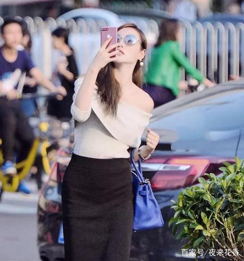 街拍:小姐姐街头自拍,人美身材棒,拍出的照片一定很好看!
