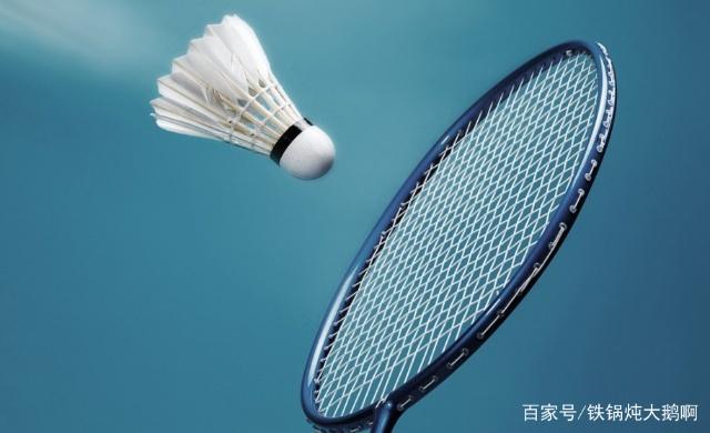新手如何选择羽毛球拍?