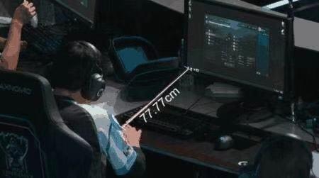 绝地求生:蜜蜂仔偷拍4AM训练,高手玩吃鸡键盘摆放是有讲究的!