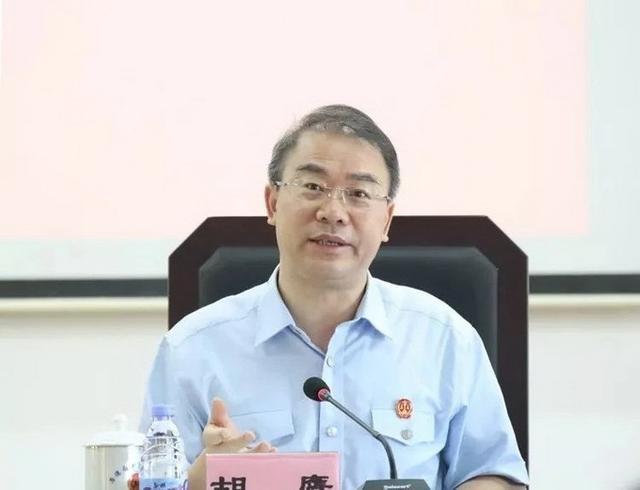 率先试水微博直播庭审的法官胡鹰 升任广东高