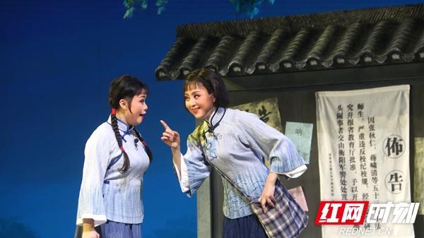 湘潭市慶祝建黨100周年優秀舞臺藝術作品《戰地黃花》在湘大首演