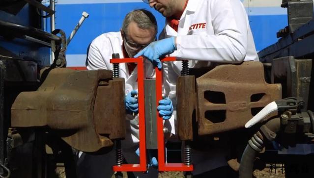 世界上最强的胶水,只需要九滴,就能把五吨重的汽车提起来!