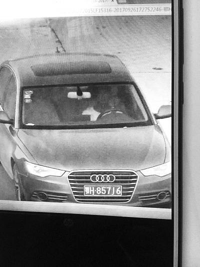 骑车男从汽修店偷走奥迪A6 店主悬赏2万元寻车