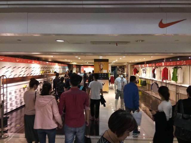 u=2631801414,2105987790&fm=170&s=6DB109D7585395CC5634FDB103&w=640&h=480&img - 天啦,杭州的這傢耐吉店怎麼變成這樣瞭!