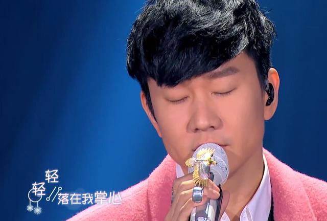 一首《雪落下的声音》,林俊杰唱的唯美,陆虎唱