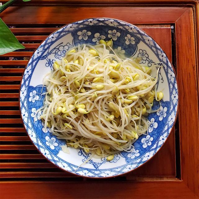 清炒黄豆芽,清爽好吃,口感脆脆的,十分钟就搞定