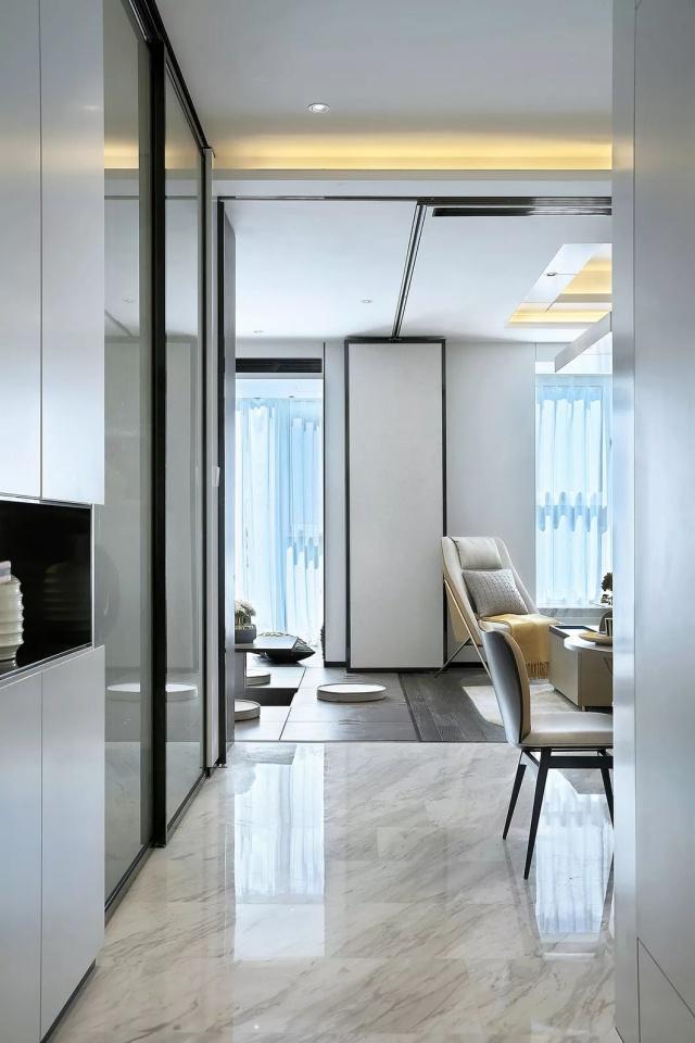 65平的现代轻奢风小户型,把榻榻米和隐形床结合起来