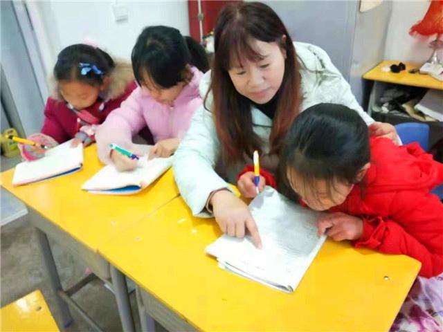 祁东县老师坚守山区村办小学讲台二十多年如一日