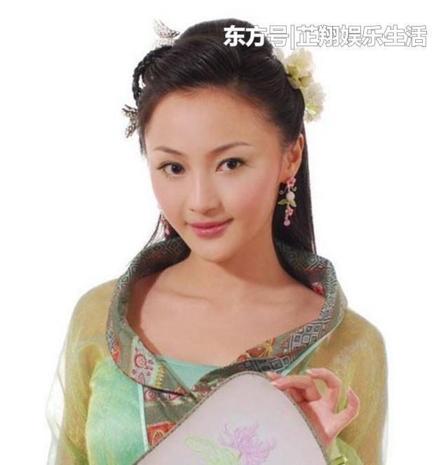 11年与文章、张凯丽等主演的《裸婚时代》,剧中她饰演了女一号童佳