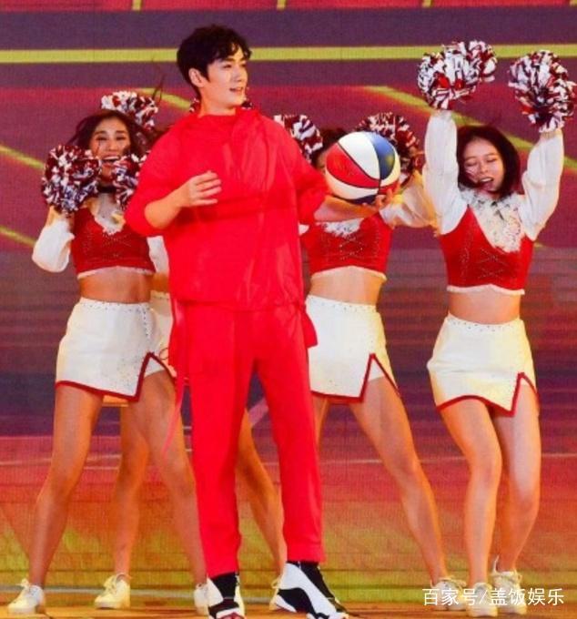 赵本山很潮!朱一龙穿了他1997年的鞋,吴亦凡的项链也是他玩剩的
