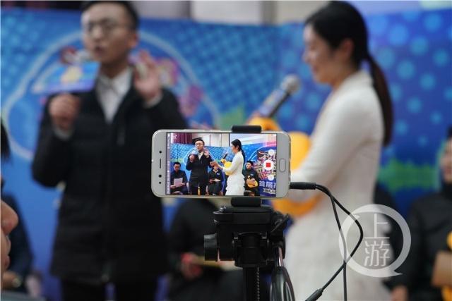 亚洲杯:男神队PK女神队,高校学子来了场校园奇葩说:结婚需要买房吗?