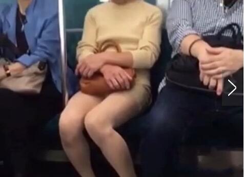 以为是丝袜美女下一幕亮瞎眼!