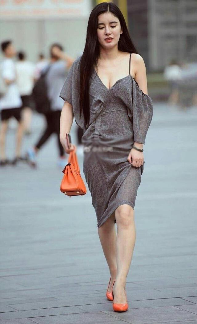 路人街拍: 穿着时尚的小姐姐, 完美身材显出来!